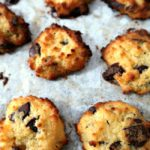Easy Low Carb Keto Chocolate Chip Cookies Recipe - Ketogenic Diet friendly flourless cookie ...